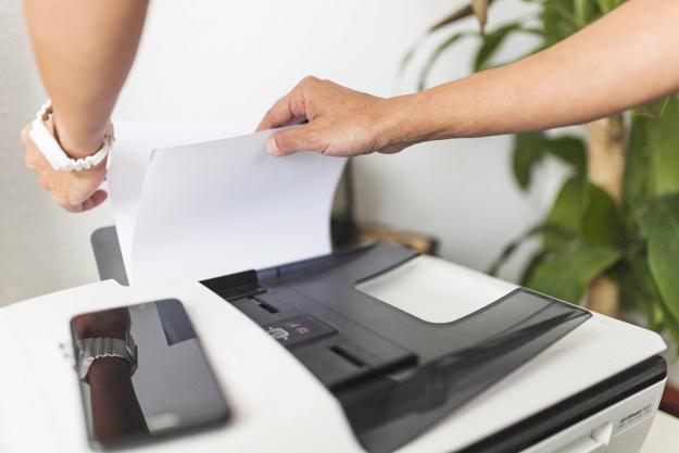 Termin na zawarcie umowy- przekazanie informacji o wyborze oferty faksem.